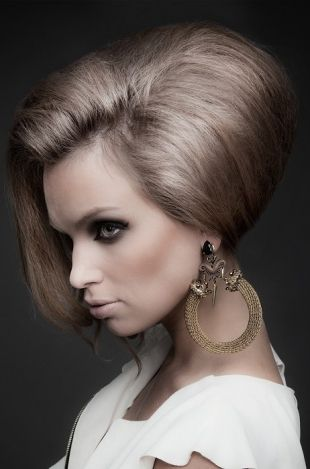 60s Hairstyle The Voluminous Beehive Womens Hairstyles Hair Styles Brown Straight Hair
