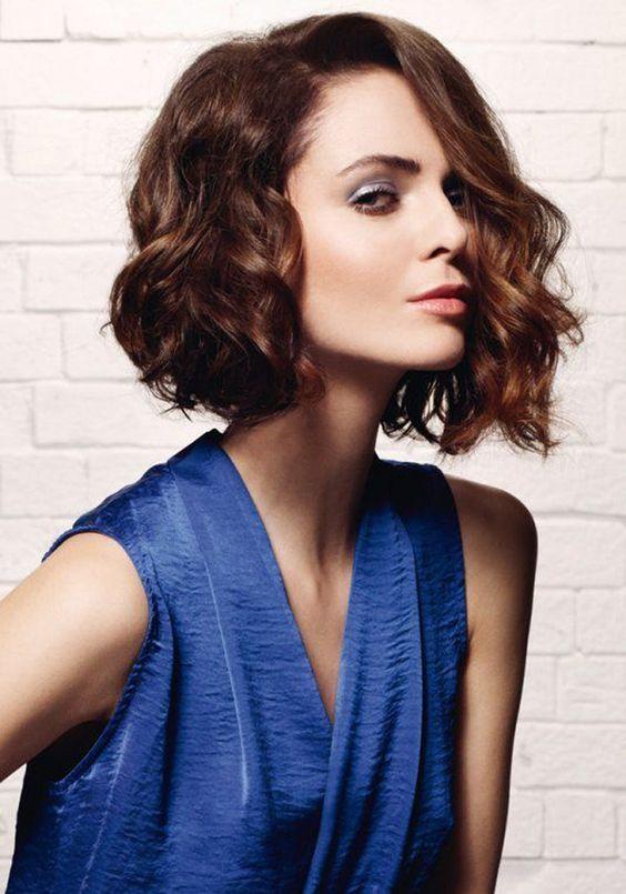 La carré court froissé:   Coupe de cheveux, Tendances coiffures, Coiffure