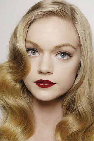 HOLIDAY Makeup Look Red Lips
