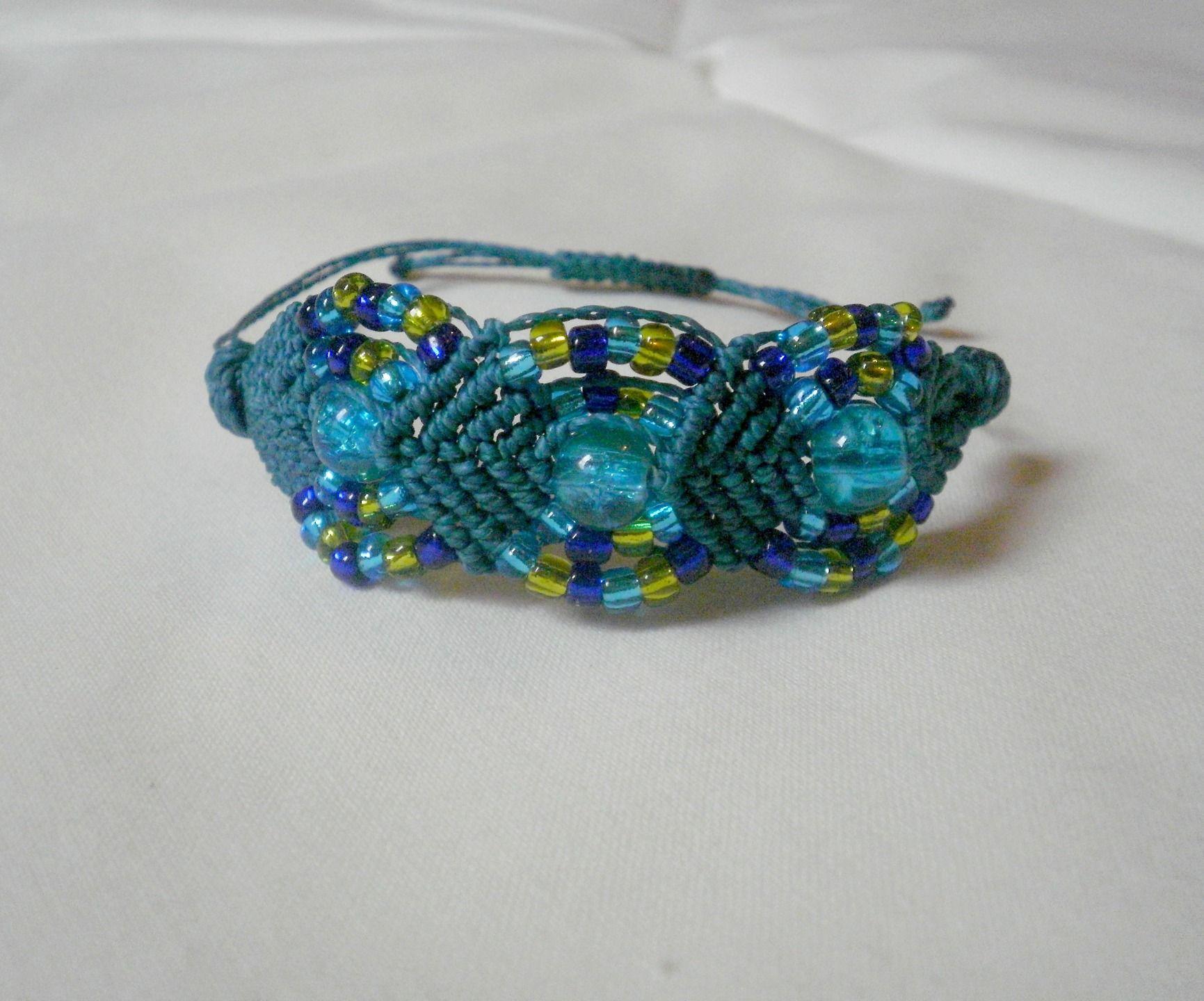 Macramé bracelet micro-macramé beaded turquoise et vert