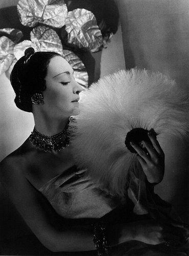 Mme Munoz avec des bijoux Cartier, 1932