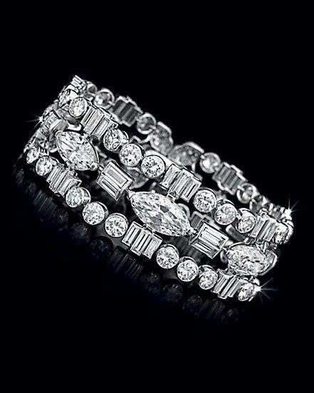 Lot 106 - An Art Deco Diamond Bracelet, by Cartier