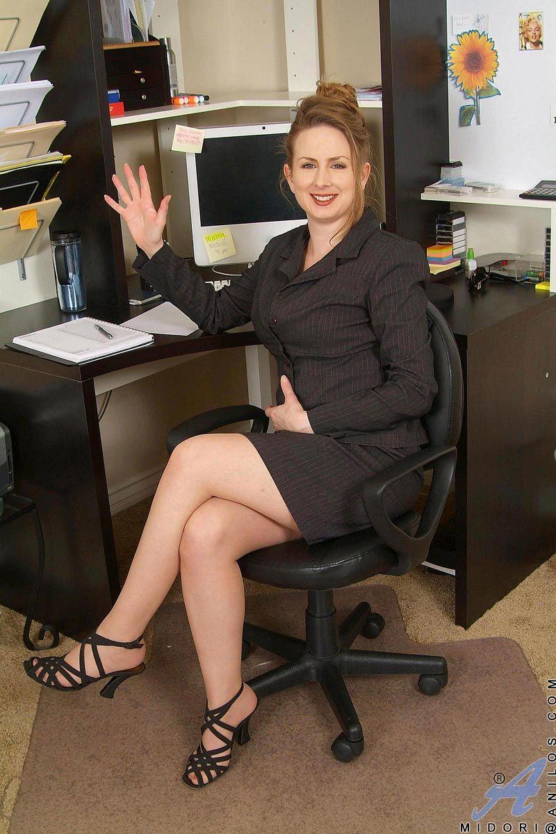 horny-secretaries-nude-mc-nudes-lesbian