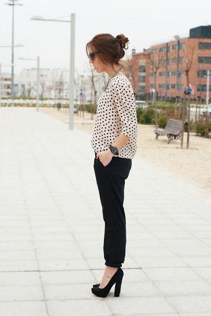 #myarmyofclothes #polkadots #shirt #highheels #casualwear #hairbun #streetstyle #fashion #look  http://myarmyofclothes.blogspot.com.