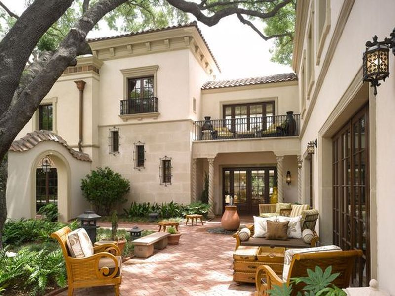 Flawless 15 Ideas Inspired From Santa Barbara Style Https Ideacoration Co 2018 07 20 Spanish Style Homes Courtyard House Plans Colonial Revival Architecture