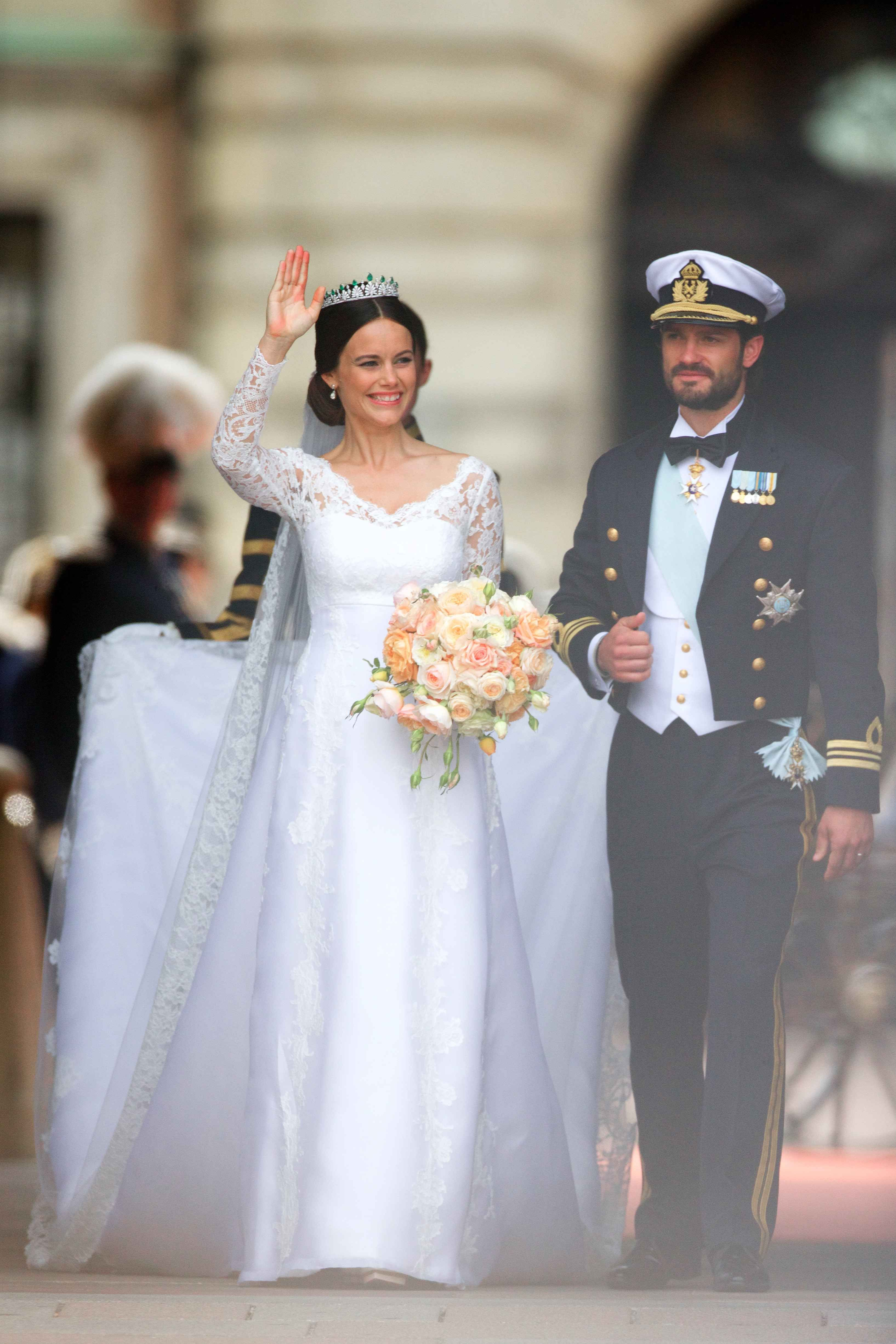 Sofia Hellqvist Weds Sweden S Prince Carl In A Gorgeous Long Sleeved Gown Royal Wedding Dress Princess Sofia Of Sweden Famous Wedding Dresses [ 4902 x 3269 Pixel ]
