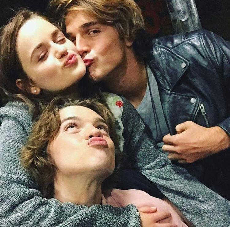 Kissing Both