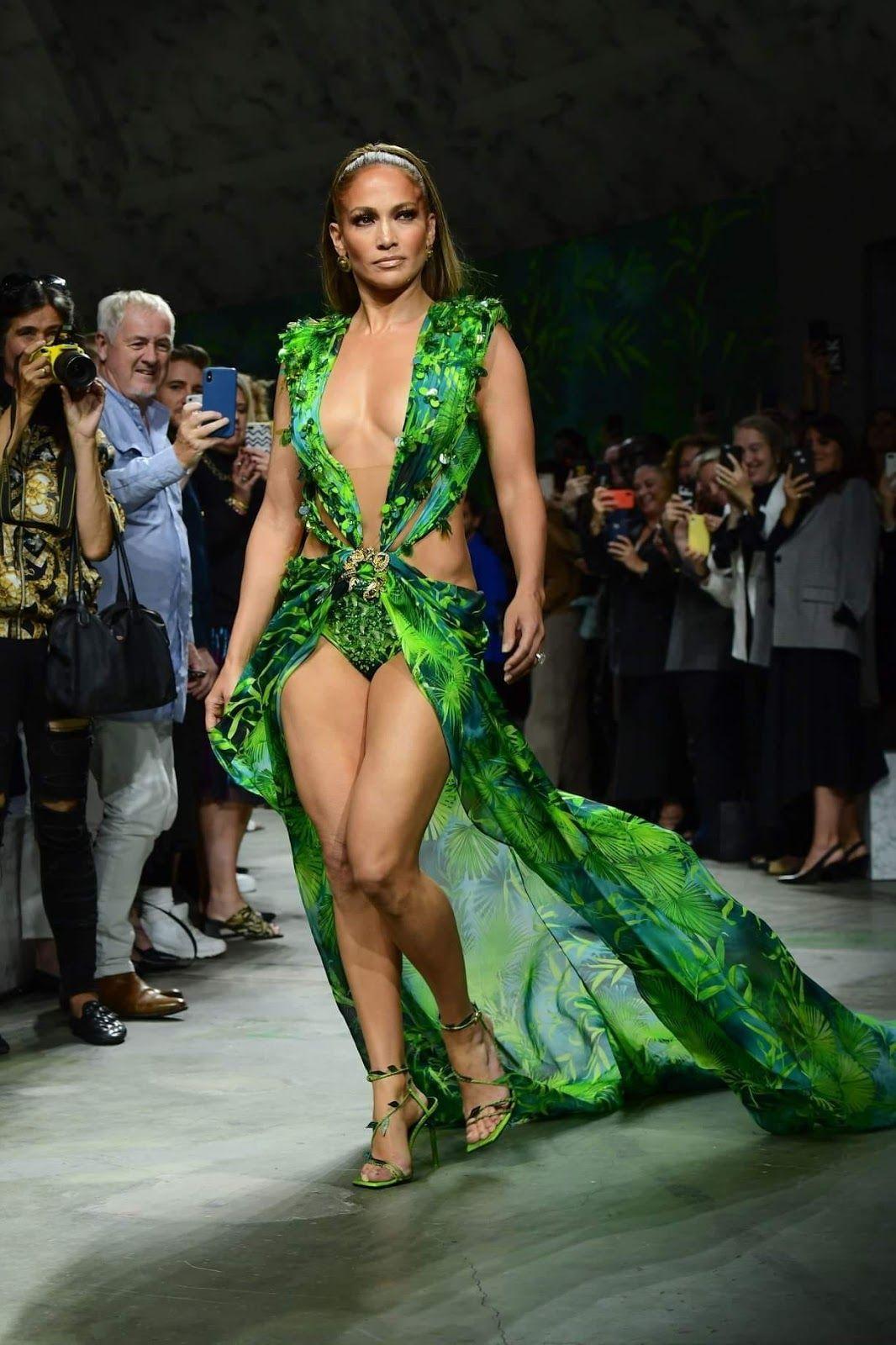 Jennifer Lopez In Versace Versace Dress Grammy Dresses Stylish Celebrities [ 1600 x 1066 Pixel ]