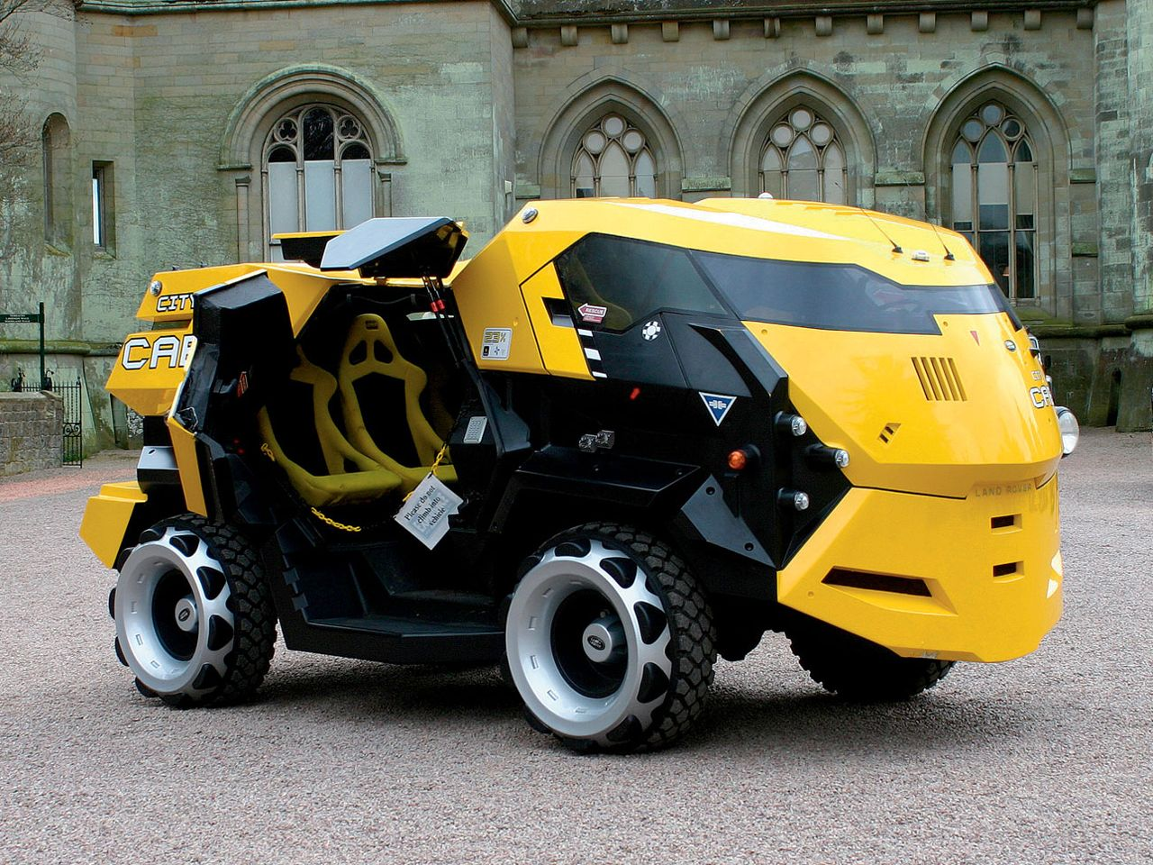 The Petrol Stop Judge Dredd Land Rover City Cabs Vehicles Futuristic Cars Trucks