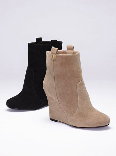 befc257b92ab Victoria s Secret Boots