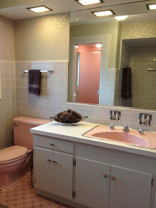 bradbury atomic age wallpaper makes these two 1950s pink bathrooms even more luscious pink. Black Bedroom Furniture Sets. Home Design Ideas