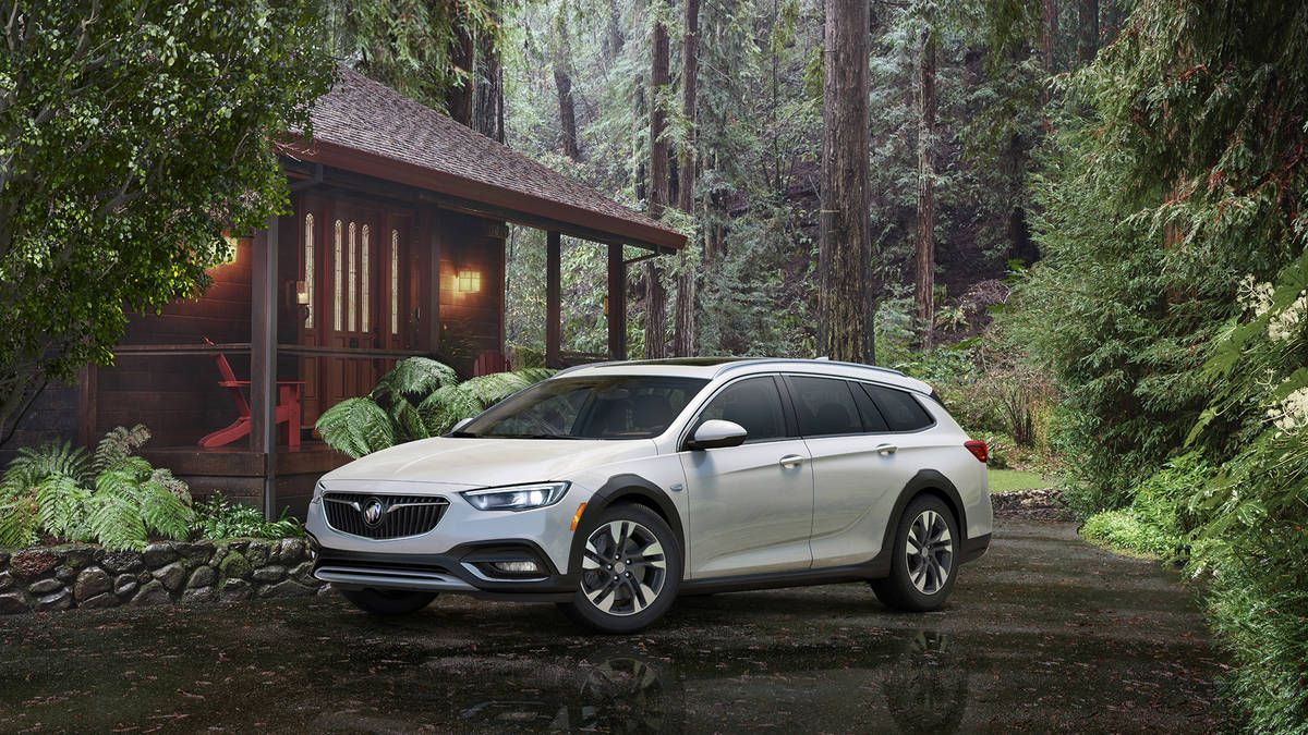 2018 Buick Regal Sportback and TourX Photo 9
