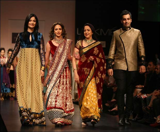 Top Indian Fashion Designers Of All Times And Thier Journey At Glance Fashion Indian Fashion Designers Indian Fashion