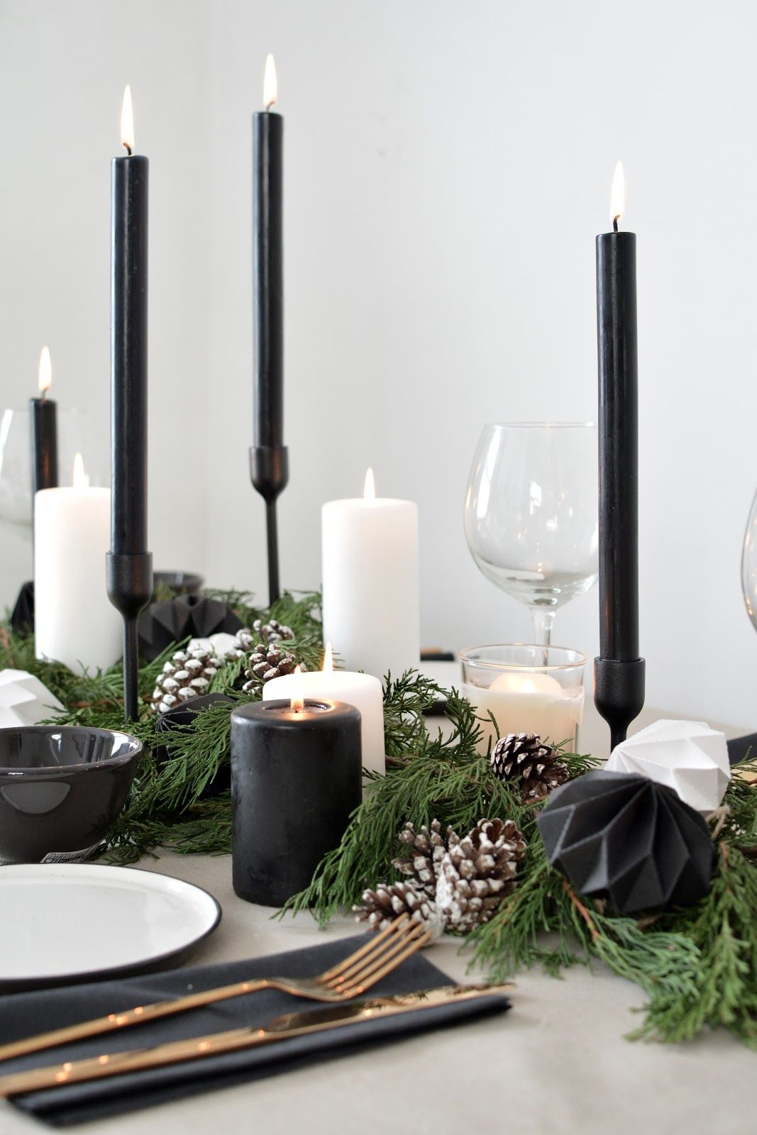 A Scandinavian Inspired Christmas Table Setting Black Christmas Decorations White Christmas Decor Christmas Table Decorations