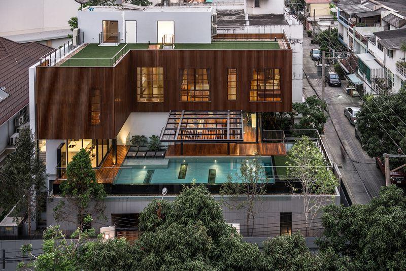 Belle Maison Contemporaine En Bois Et Béton Avec Piscine En Hauteur En  Thaïlande