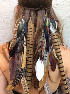 Mit Feder und Blumen in den Sommer: Hier kommen traumhaft schöne Boho-Frisuren #nativeamericanindians