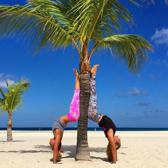 Palm tree hollow back handstand