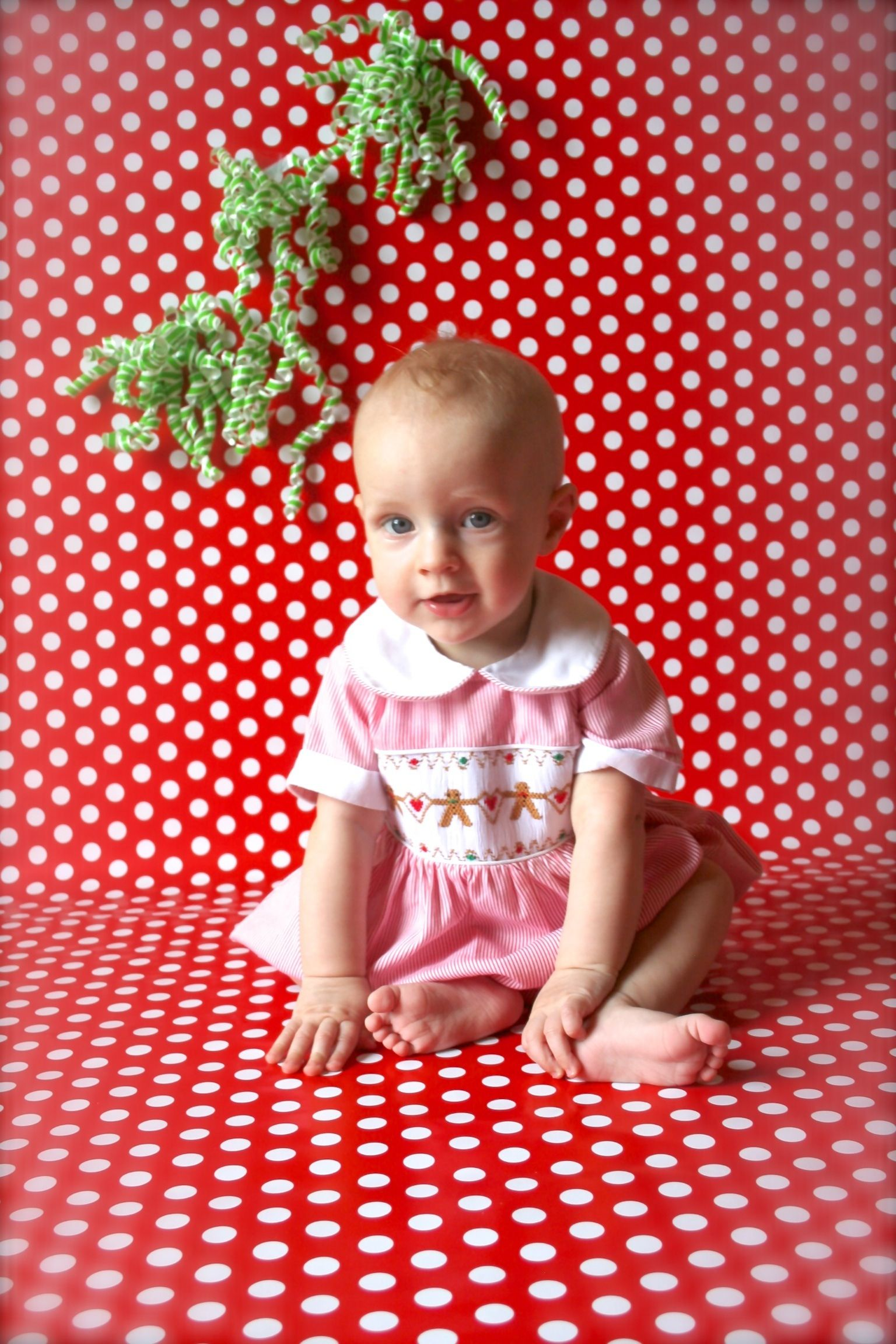 Using wrapping paper as a backdrop do it yourself baby picture using wrapping paper as a backdrop do it yourself solutioingenieria Choice Image