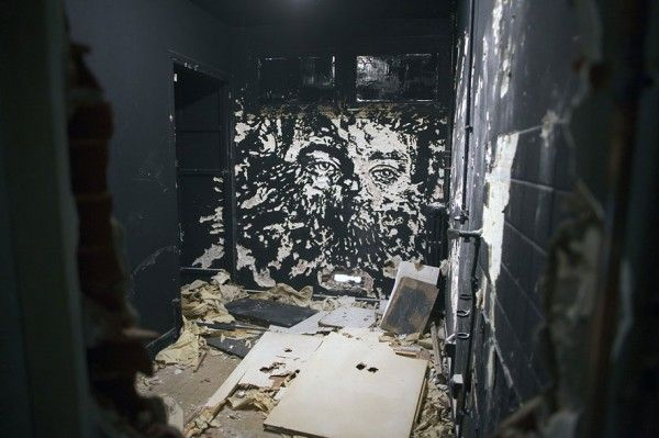 wall-carving-portraits-street-art-alexandre-farto-3