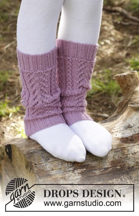 Raspberry Cream legwarmers with lace pattern by DROPS Design. Free knitting pattern
