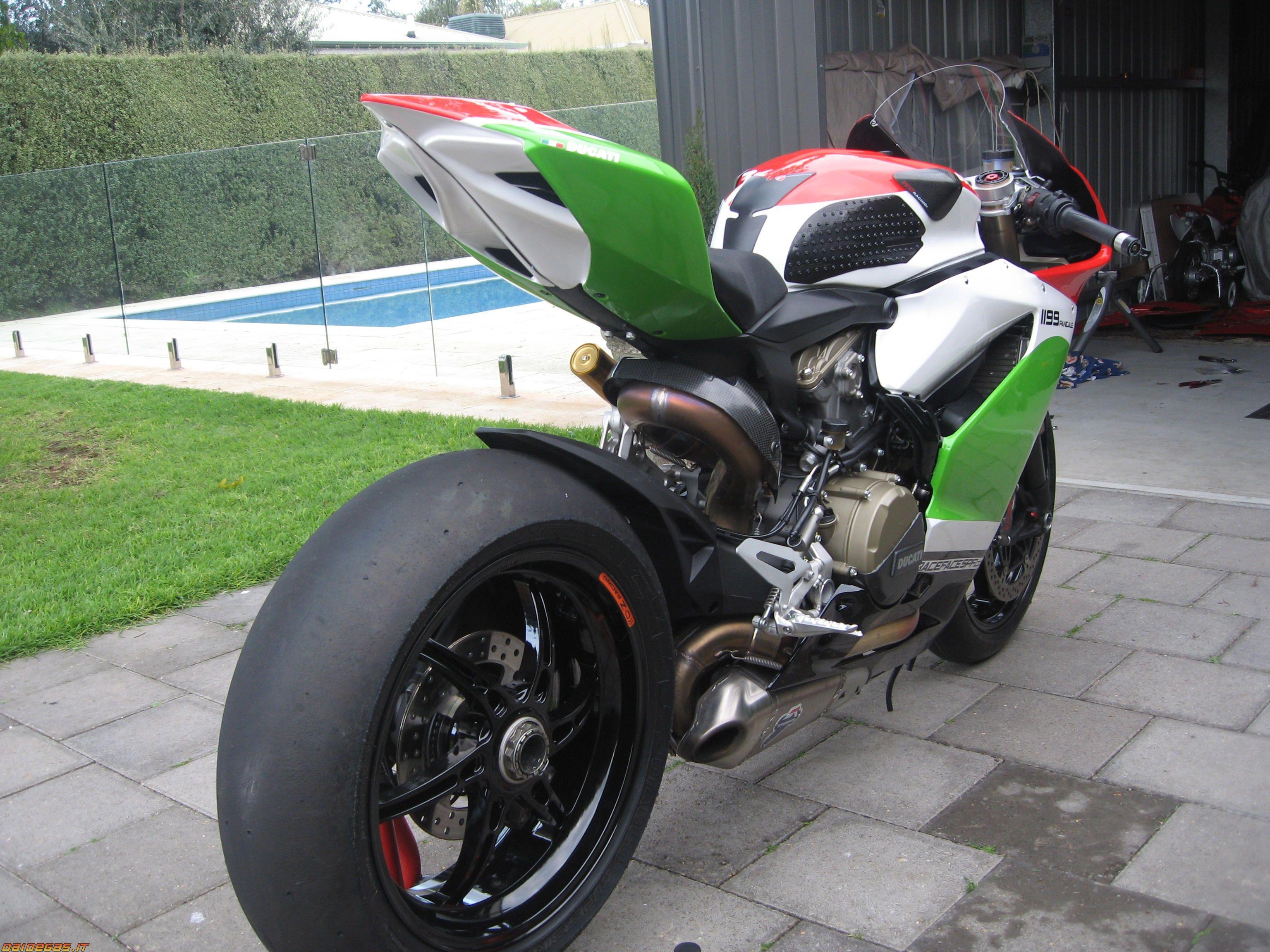 Ducati 1198s Racing Sport Bike: Ducati 1199 Panigale Racing Spec