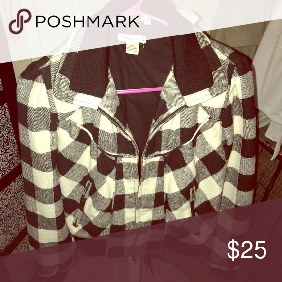 Cute Plaid Jacket 🖤 Black and white plaid, zip up, slightly puffy on the shoulders with cute detail all over!! Extremely cute and fashionable! Forever Unique Jackets & Coats