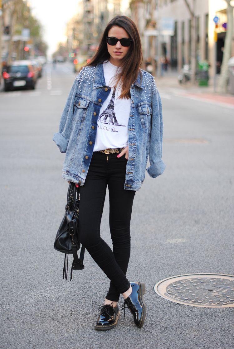 jeansjacke damen kombinieren outfits lagenlook perlen dekoriert schwarz lackschuhen trend. Black Bedroom Furniture Sets. Home Design Ideas