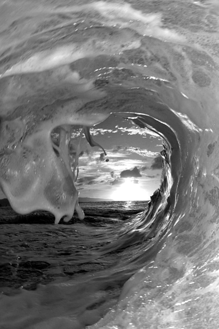 Catch the wave ✓ cool black white
