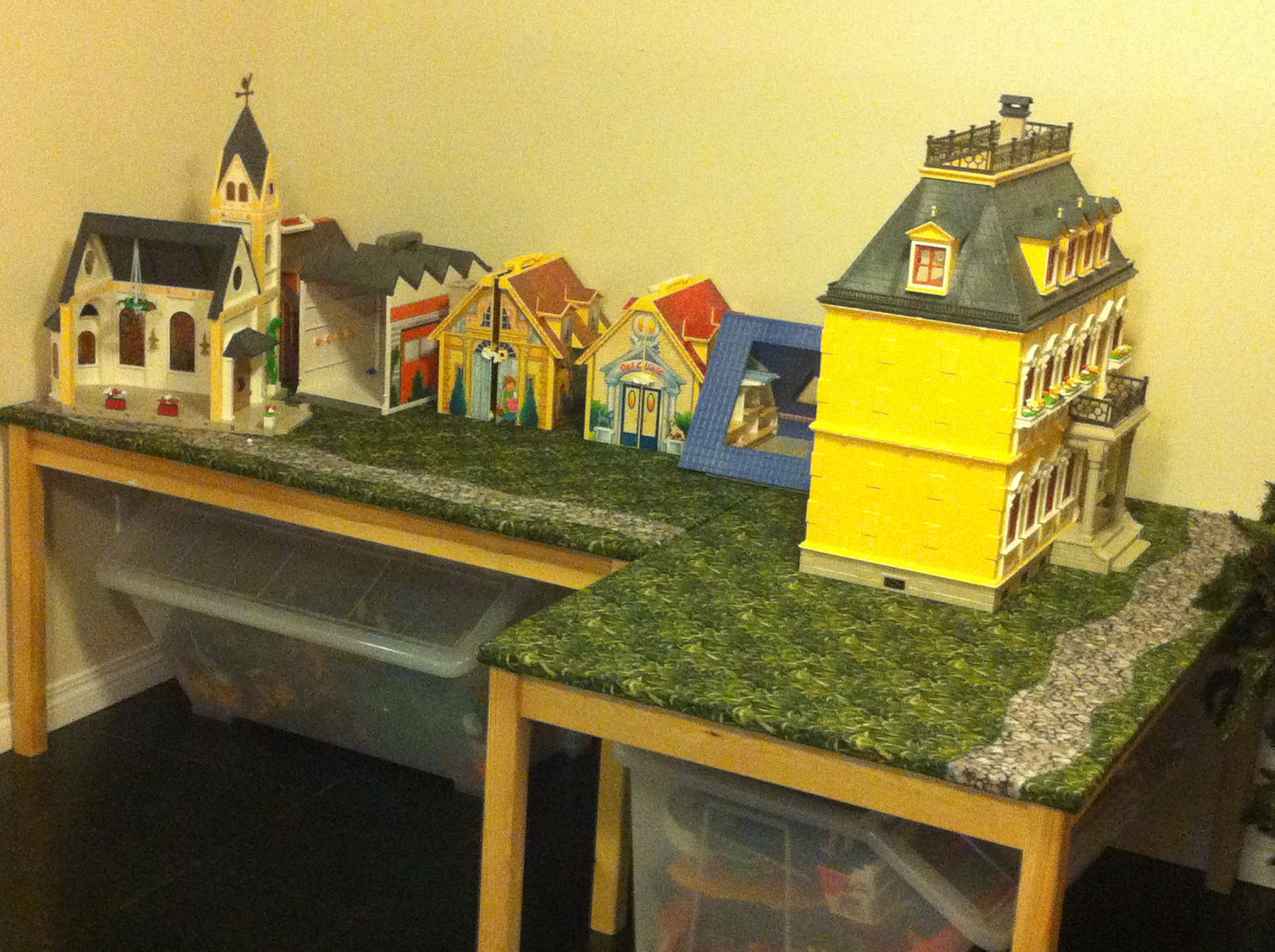 We made playmobile tables and quilted with landscape Table playmobil