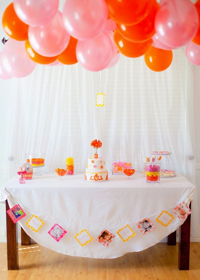 simple but sweet - plain backdrop with balloon ceiling
