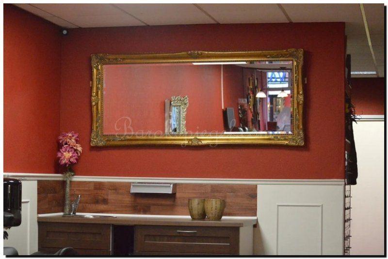 Gouden Barok Spiegel : Mooi een gouden barok spiegel op een rode muur gouden spiegel