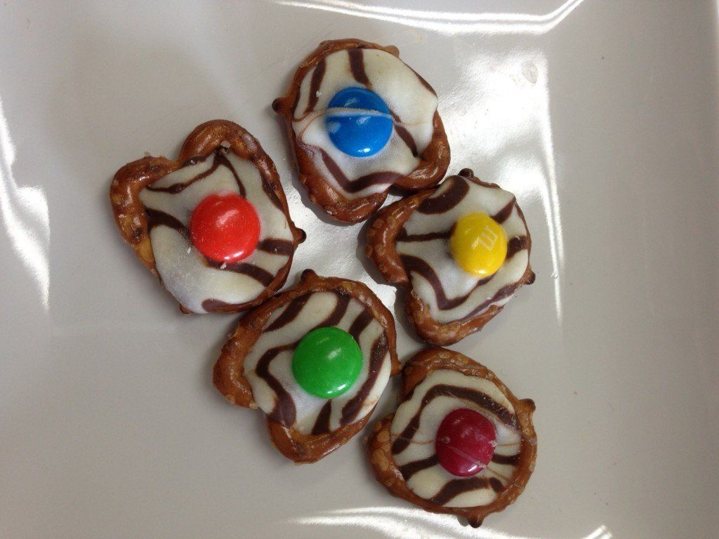 Top Bake Sale Item -Pretzel Hugs #bakesaleideas