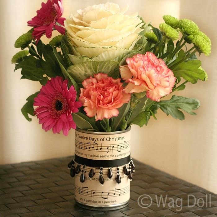 DIY Home Decor Crafts :DIY Vase : Manuscript Christmas Vase From a Recycled Tin Can!