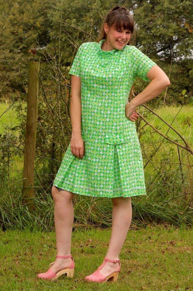 Vintage 70s Green Shift Dress Modern Sz 10 Etsy Shift Dress Green Shift Dress Dresses [ 1194 x 794 Pixel ]