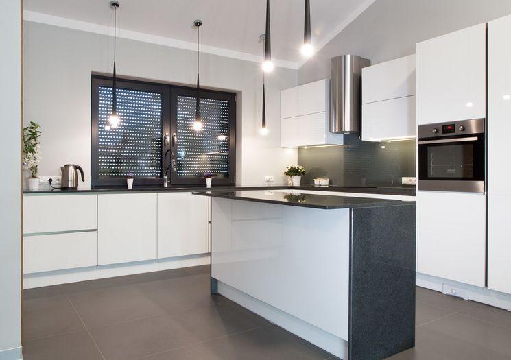 Studio Kampra Nowoczesna Kuchnia Z Wyspa Zastosowana Wyspa Jest Bardzo Stylowa Ale Rowniez Funkcjonalna Kitchen Home Decor Decor