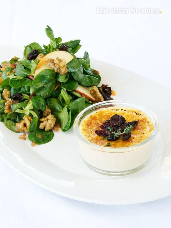 Ziegenkäse-Crème-Brulée und Feldsalat mit Apfeldressing | Rezept mit Video | Kitchen Stories #foodsides