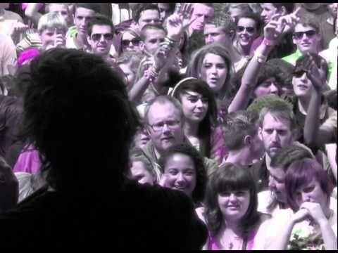 """Mit Go Easy Tiger präsentieren Hey Sholay aus Sheffield das neueste Video aus ihrem Debüt """"((O))"""", in dem sie jede Menge Bilder aus 2012 sammeln und mit einem tollen Song untermalen. http://whitetapes.com/everything-new/hey-sholay-video-zu-go-easy-tiger"""