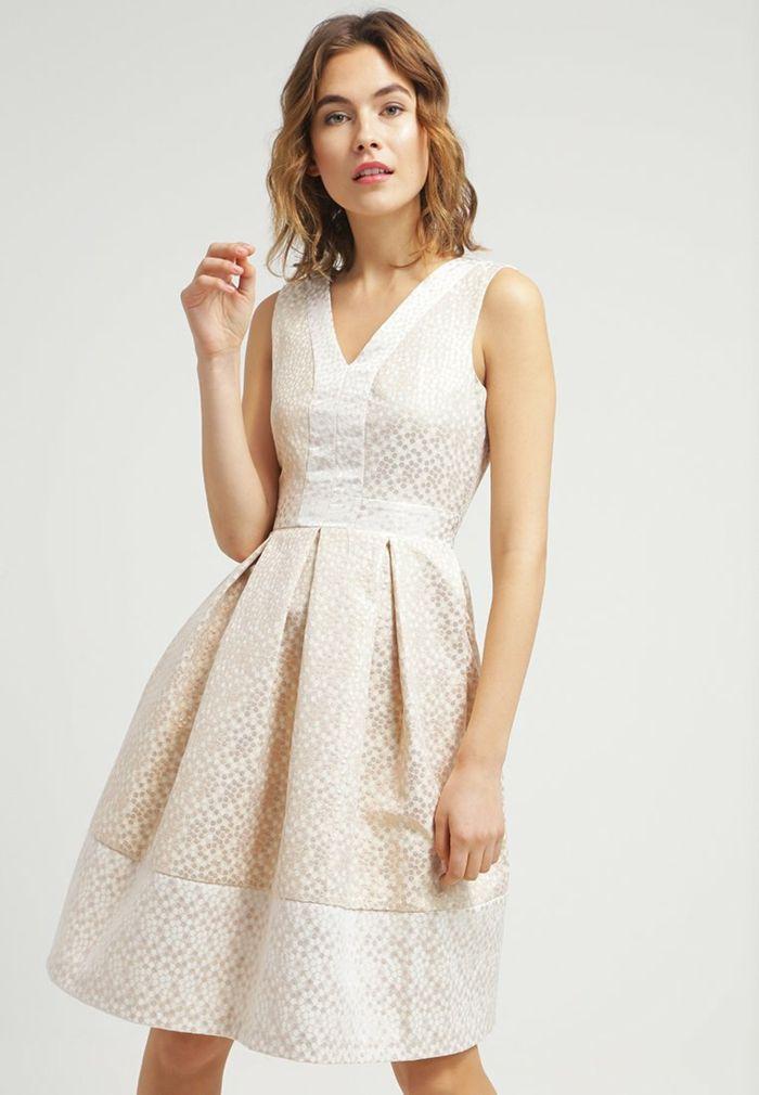 36 weiße Kleider, die nicht unbedingt für Hochzeiten bestimmt sind ...