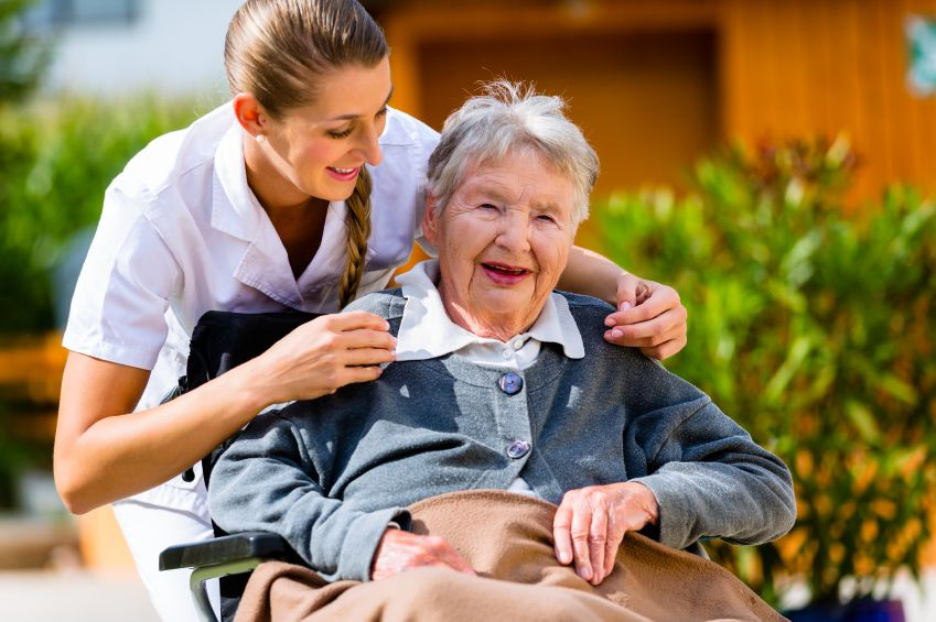 3 Ways a Personal Support Worker Can Help Seniors Stay