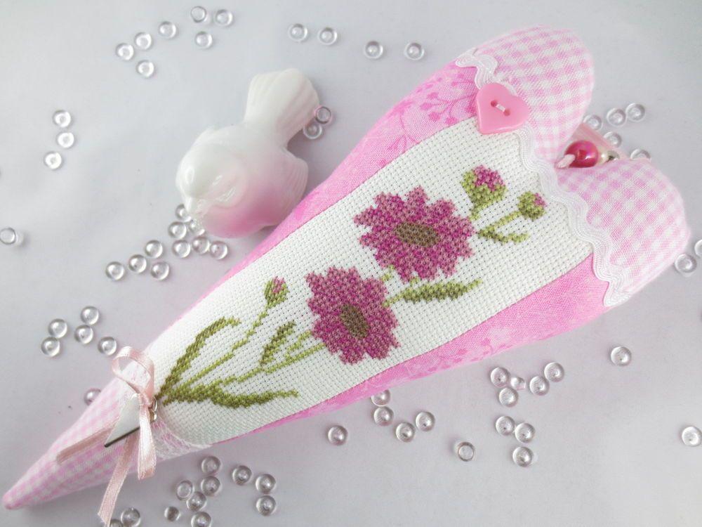 Tilda Stoffherz in rosa mit Blume gestickt in Kreuzstich   Stoffherz ...