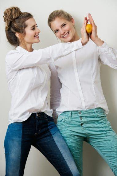 04d48095c80391 Colorblock & türkis JEANS: Please, weisse BLUSE: Emily van den Bergh ...