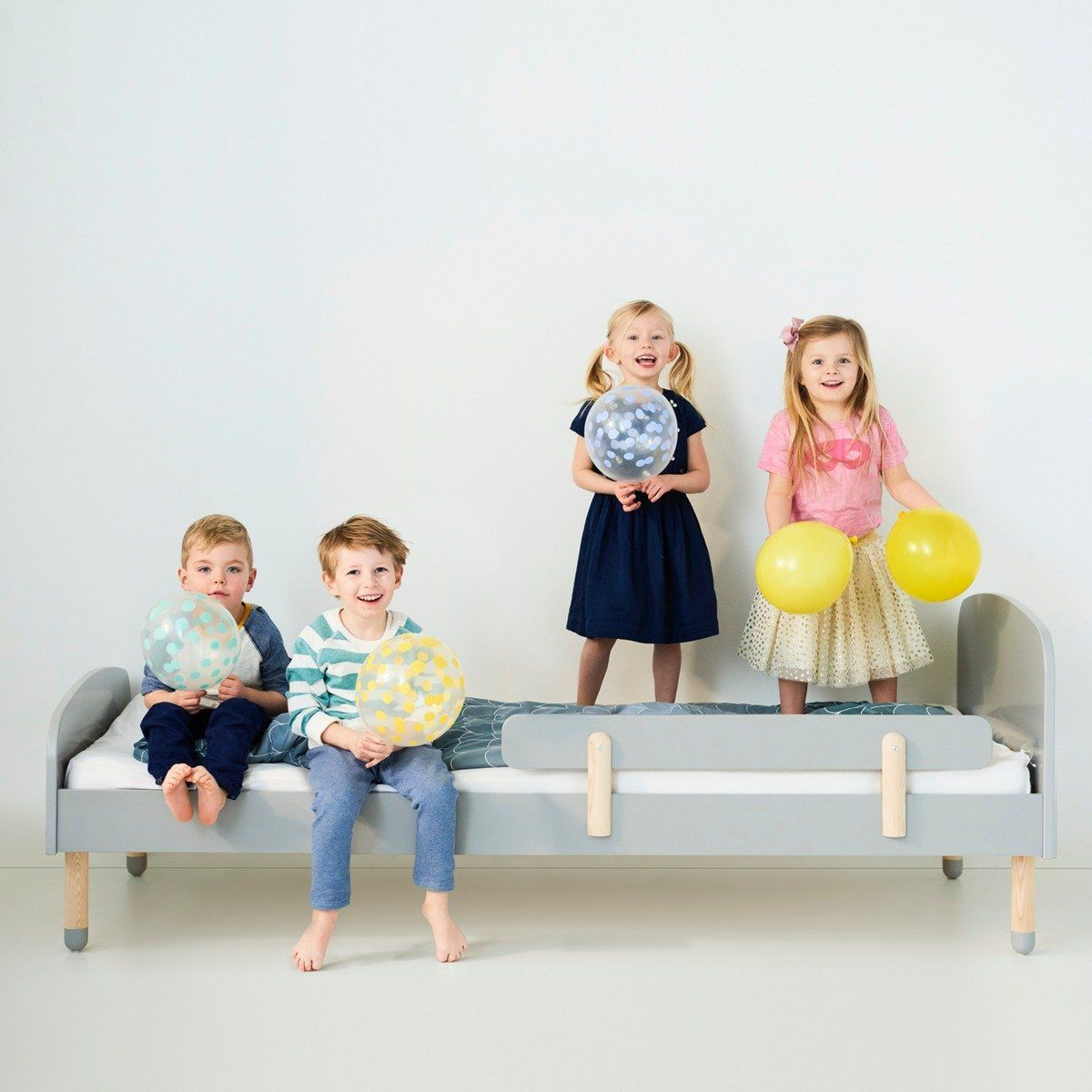 Flexa Kinderbett PLAY aus Holz (90x200) in grau, TÜV