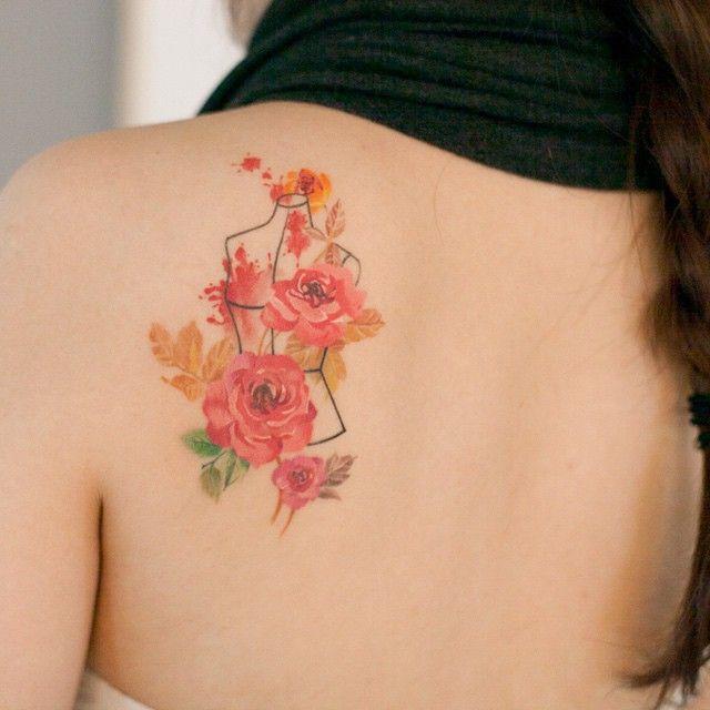 관리가 끝난 타투입니다 :-) healed. #타투이스트리버  #장미 #타투 #패션디자이너 #발색 #그라피투 #fashiondesigner #rose #tattoo #healedtattoo #graffittoo #수채화타투 #watercolortattoo