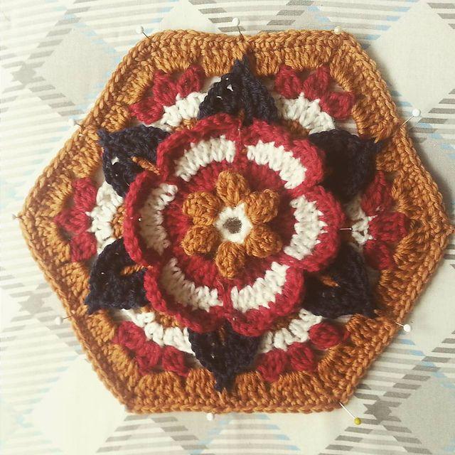 Frida\'s Flowers Blanket pattern by Jane Crowfoot | Frida, Patrón de ...