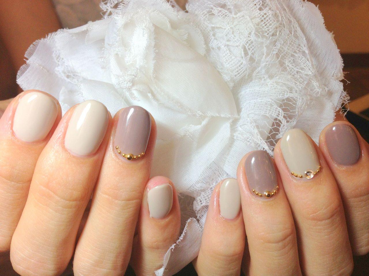 秋ネイル グレー ワンカラーネイル スタッズ シンプルネイル ジェルネイル画像 Gelish Nails, Manicure