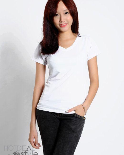 Áo thun trơn cổ tim màu trắng thích giúp các bạn nữ ngọt ngào hơn