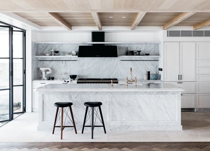 a stunning modern marble kitchen / White Kitchen Ideas