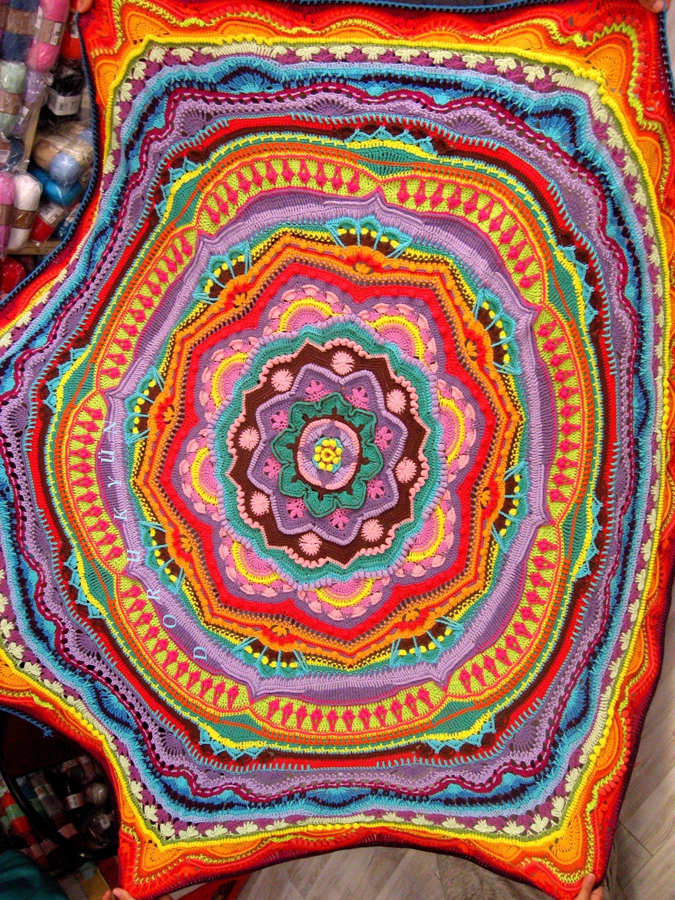 Alize Cotton Gold Ile Mandala Yatak Ortusu Fotograflari Gozden Geciriyorum Bu Mandalaya Gelince Takilip Kaliyorum Sevgili Nilgun U Ortuler Mandala Sevgililer