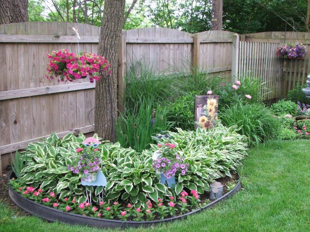 Round Flower Bed With Tree Beautiful Design Ideas Ornaments
