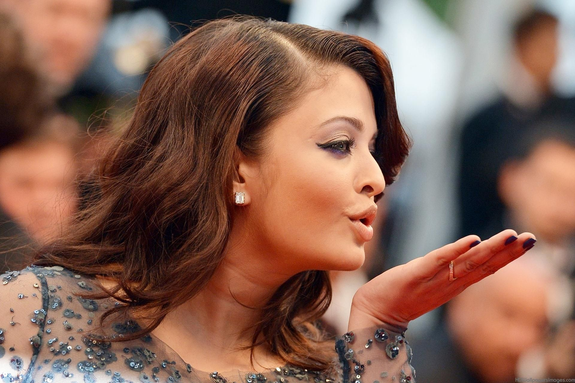 Most of Indian guys fancy at her. Aishwarya Rai made lots ...